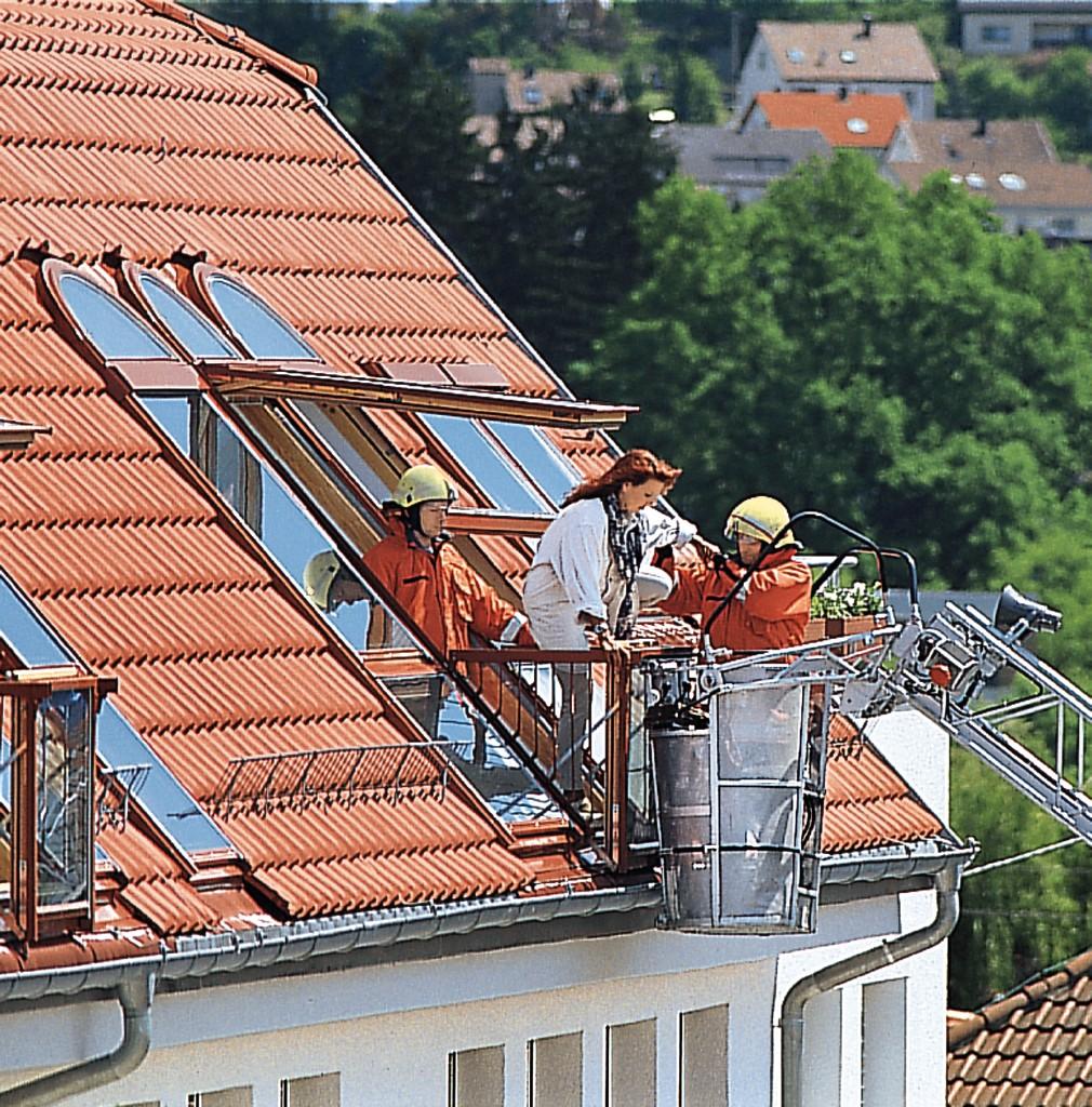 Dachfenster Dachflachenfenster Dachfenster Mit Balkonaustritt Unfug Dachdeckermeister Gmbh