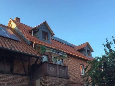 Dach mit roten Ziegeln